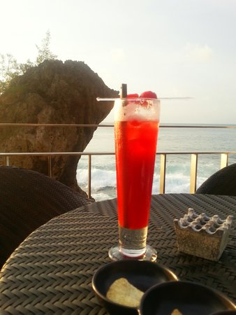 AYANA Resort and Spa: A glass of alcohol before you get wet