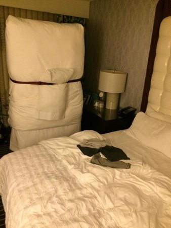 Le Meridien Delfina Santa Monica: Rollaway bed nicely prepared by housekeeping :(