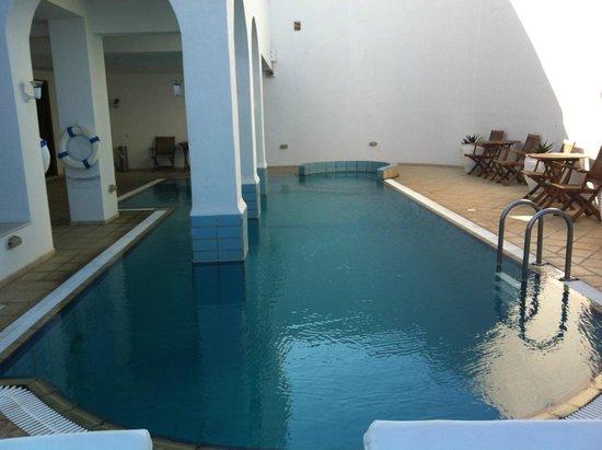 Atlantis Hotel: Piscina