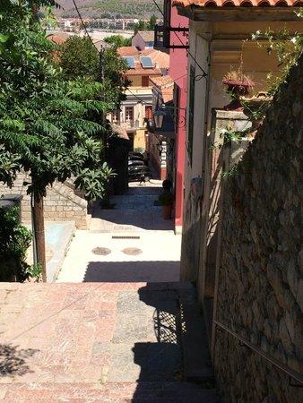 Aetoma Hotel : vue de l'hotel qui est tout au fond