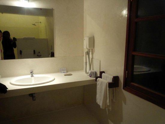 Garoda Resort : The sink in the bathroom