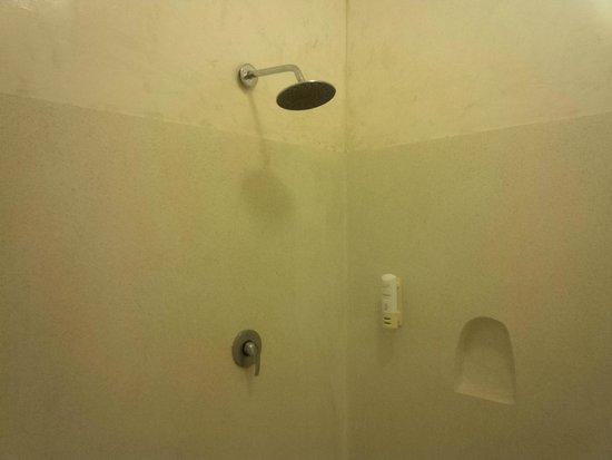 Garoda Resort : The Shower