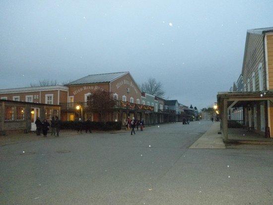Disney's Hotel Cheyenne : Vista del pueblo