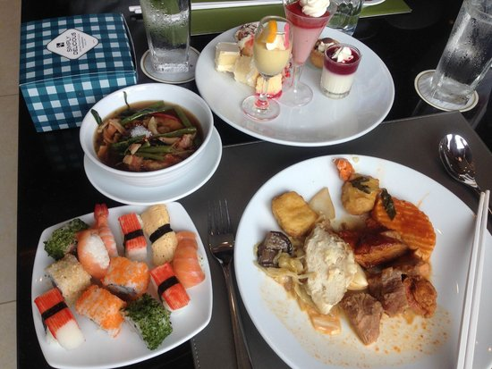 Mandarin Hotel Managed by Centre Point: lunch at the hotel