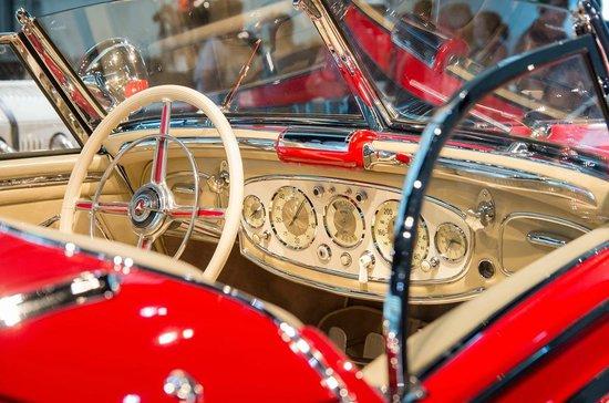 Mercedes-Benz Museum: Interior of 500K in showroom condition