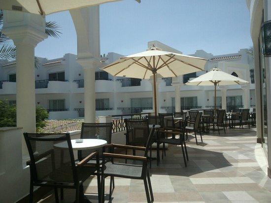 Jaz Fanara Resort & Residence : taras przy lobby