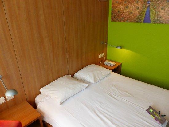 Hotel N°43 Styles Antwerpen City Center : Bed