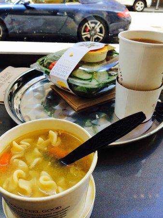 Pret A Manger : chiken noodle soop & salmon salad