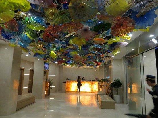 Paradise Saigon Boutique Hotel: Recepcion