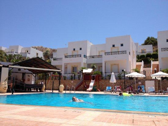 Lambis Studios : piscina