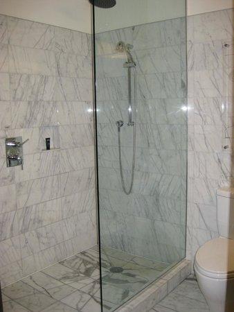 Kimpton Hotel Eventi: Bathroom