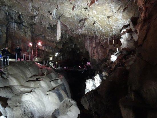 Poole's Cavern Cafe: poole's cavern