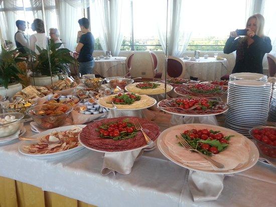 Eliseo Hotel: breakfast