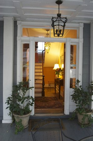 1837 Bed and Breakfast: The entrance to 1837 B&B