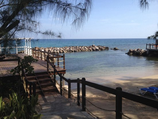 Jewel Paradise Cove Resort & Spa Runaway Bay, Curio Collection by Hilton: The cove beach