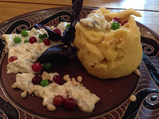 Rus Club Cult Ra: Horohvlaska: mashed beens with mash potatoes