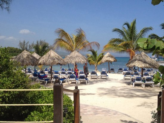 Jewel Paradise Cove Resort & Spa Runaway Bay, Curio Collection by Hilton: The bigger beach
