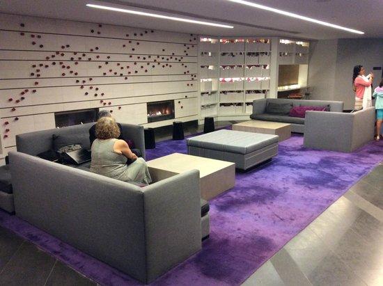 Hyatt Regency Montreal: dans le lobby face aux ascenceurs