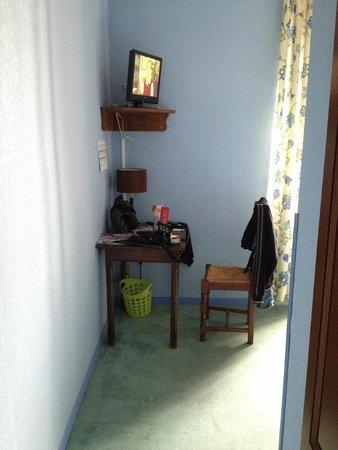 Hotel Le Richelieu : tout petit écran télé
