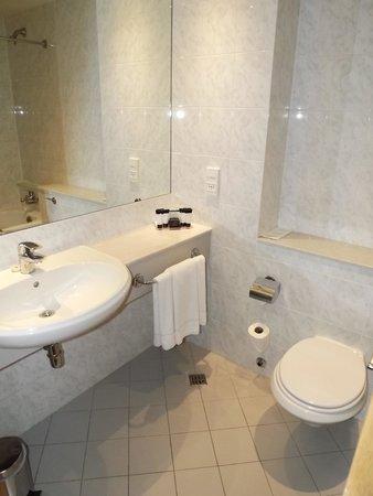 Grand Canal Hotel: bathroom