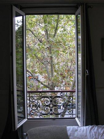 Hotel de la Porte Doree: View of street