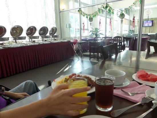 Seemsoon Hotel: buffet breakfast
