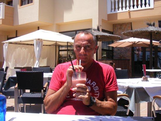 Luna Blue Lounge Bar: Me and a Smoothie
