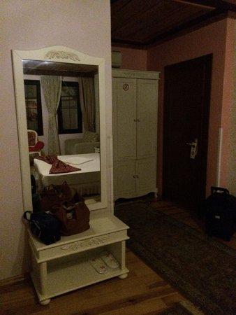 Esans Hotel: angolo camera