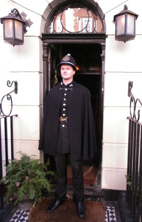 Sherlock Holmes Museum: The entry guard
