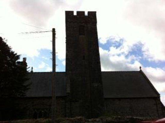 Plas Farmhouse B & B: neighboring Church