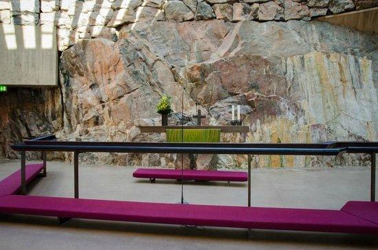 Temppeliaukio-Kirche: Altar