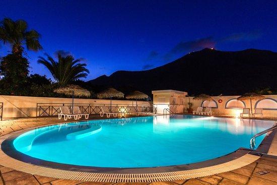 Marybill Hotel: Swimming pool
