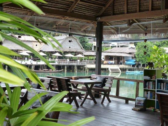 Baan Rim Nam : la terrasse devant notre chambre