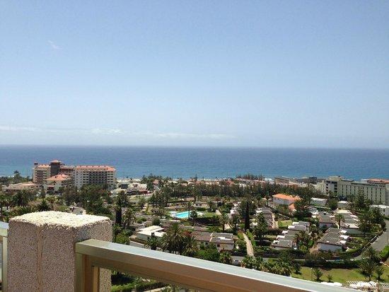 Gloria Palace San Agustín Thalasso & Hotel: Vu de la piscine au 9ème étage