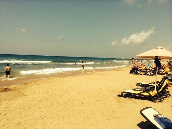 Kernos Beach Hotel : Beach