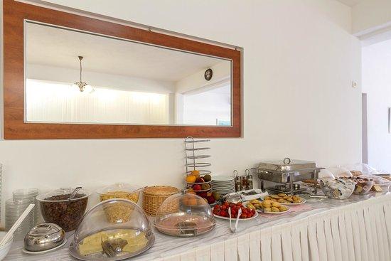 Marybill Hotel: Breakfast Buffet