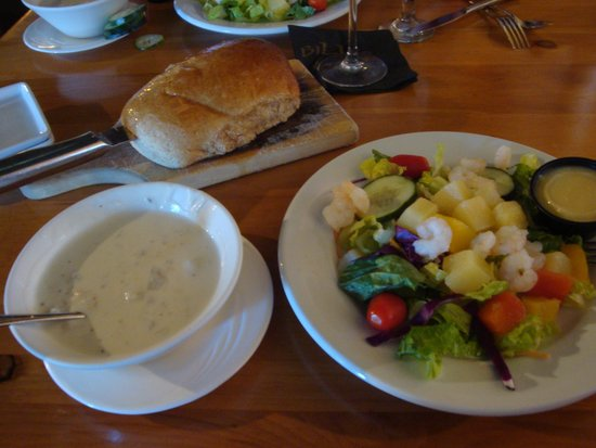 Bill's Seafood Restaurant: Soup and Salad