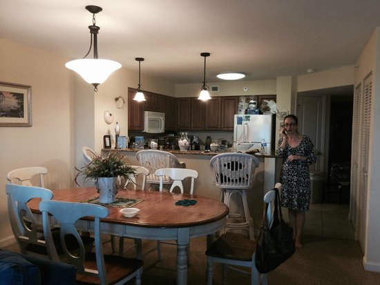 Tilghman Beach & Golf Resort : Kitchen/Dining