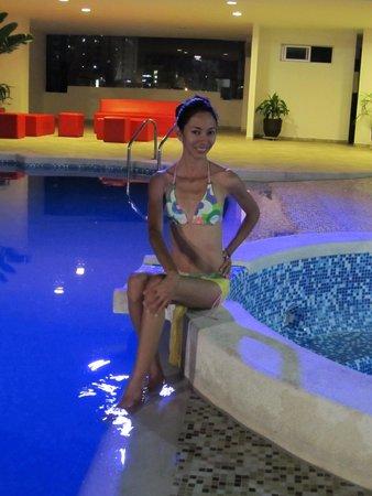 Hotel Atrium Plaza: pool and lounge area