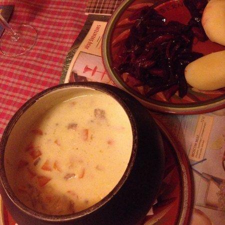 BerneliU Uzeiga: Rabbit soup and beetroots