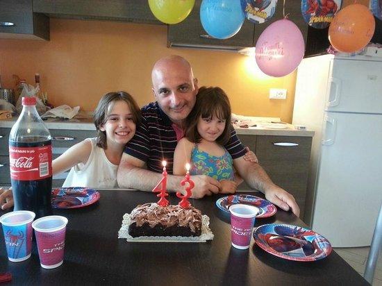Residenza Serenella: Unico giorno di pioggia il 5 Agosto (mio compleanno) lo abbiamo festeggiato in casa