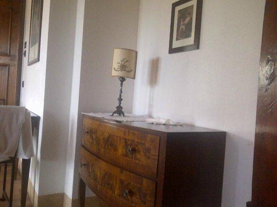 Agriturismo Sambuco: La bella mobilia