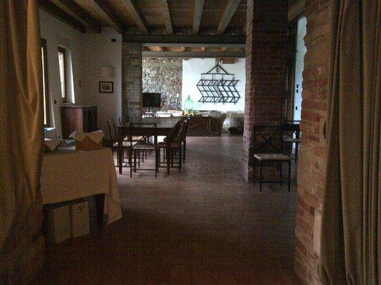Agriturismo Sambuco: La bella sala dove si fa colazione