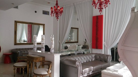 Red South Beach Hotel: Beautiful lounge area