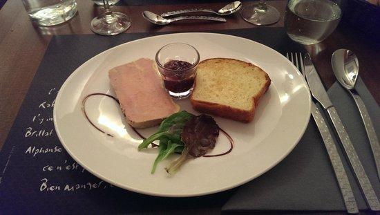 Aux Saveurs du Terroir : Terrine de foie gras de canard mi-cuit, brioche maison, confiture de figues (excellent)