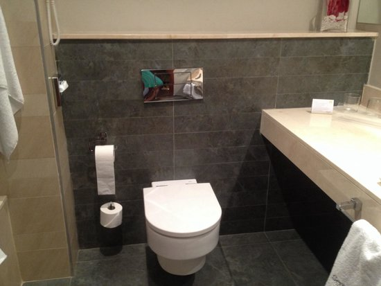 Sercotel Ciutat de Montcada Hotel: Baño
