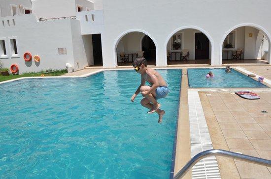 Perla Hotel: πισινες