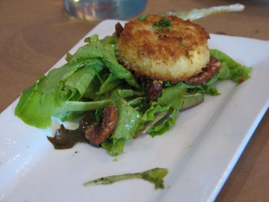 Mia & Grace Bistro and Bakery: Fried Goat Cheese