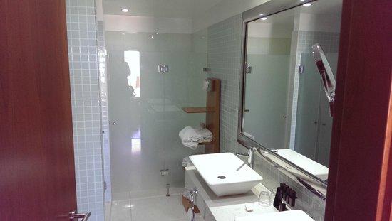 Melia Madeira Mare Resort & Spa: Master Suite Room 625 - Bathroom