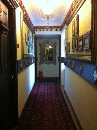 Hotel Bella: Corridor